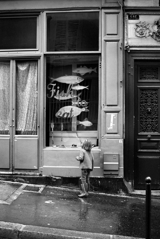 Paris rue des martyrs christophe lecoq for Restaurant miroir rue des martyrs